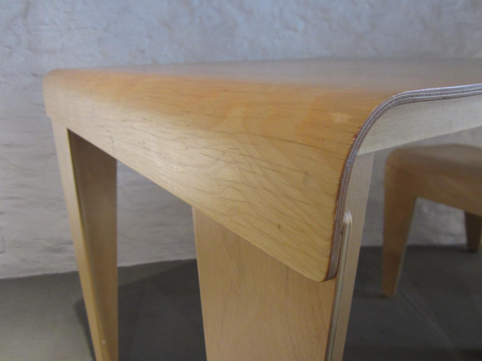 isokon tisch und stuhl. Black Bedroom Furniture Sets. Home Design Ideas