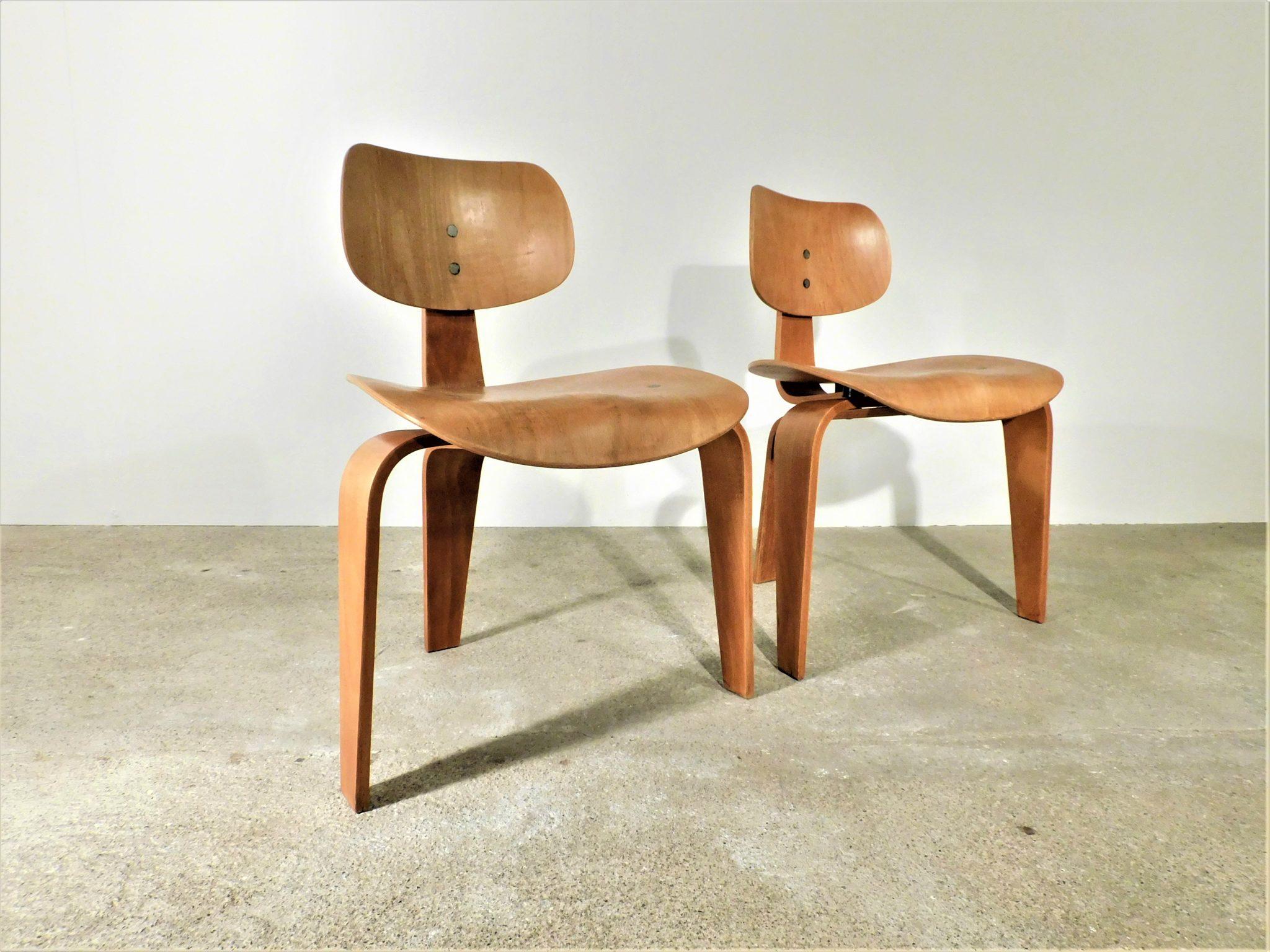"""Zwei Stühle """"SE42"""" von Egon Eiermann"""